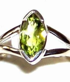 Inel din argint si cristal de olivina - model deosebit!