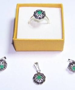 Set din argint cu cristale de smarald si marcasite