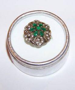 Inel din argint cu cristale de smarald multifatetate