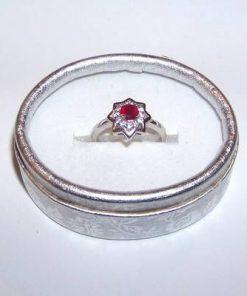 Inel din argint cu cristal de rubin multifatetat