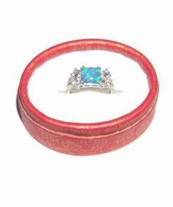 Inel din argint cu cristal de opal