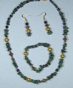 Set din smarald, accesorii auri si elemente mov