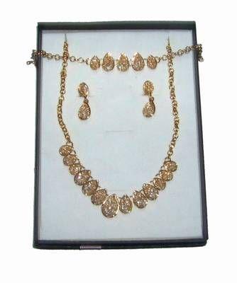 Set placat cu aur si cristale aurii pentru bucurie