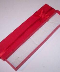 Cutiuta dreptunghiulara de culoare rosie pentru bijuterii