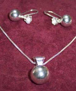 Set de bijuterii din argint si cristale transparente !