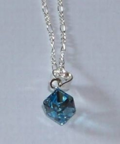 Cubul magic de culoare bleu cu agatatoare din argint