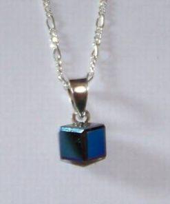 Cubul magic de culoare albastra cu agatatoare din argint