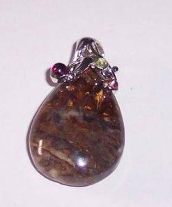 Pandantiv din opal dendrit / merlinit cu cristale