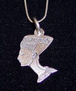 Talisman din argint pe lantisor din argint - Nefertiti