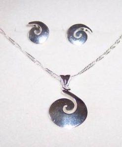 Pandantiv pe lantisor si cercei din argint