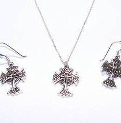 Set din argint - Crucea celtica cu simbol de protectie