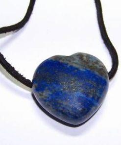 Pandantiv - inima din lapis lazuli pe siret negru din piele