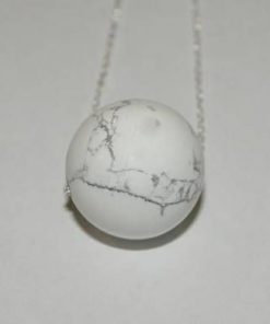 Pandantiv din howlit - sfera - pe lant din argint