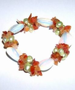 Bratara pe elastic cu cristale de opal si calcedonie