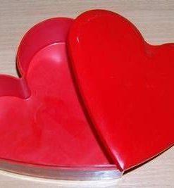 Inima rosie, cu capac, pentru pastrarea bijuteriilor