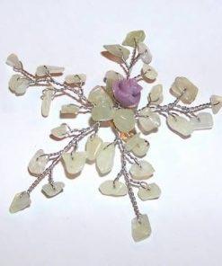Brosa din metal nobil cu cristale de jad