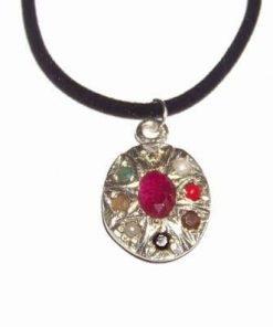 Pandantiv oval din metal nobil cu rubin si 8 cristale magice