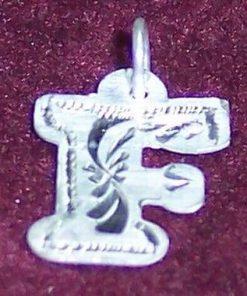 Pandantiv din argint cu initiala -F-- model deosebit!