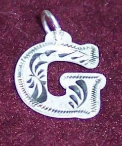 Pandantiv din argint cu initiala -G-- model deosebit!