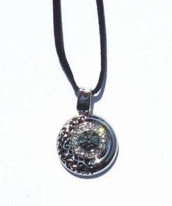 Pandantiv din metal cu cristale Swarovski, pe siret negru